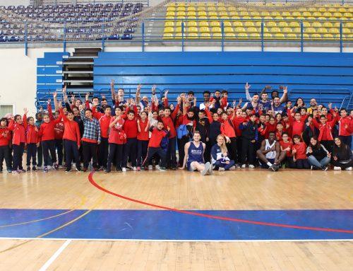 Los alumnos del CEIP León Solá conocen al primer equipo