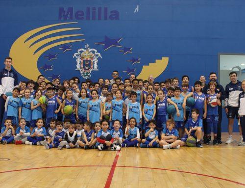 Los jugadores Bulić y Cuevas visitan la escuela de la FMB